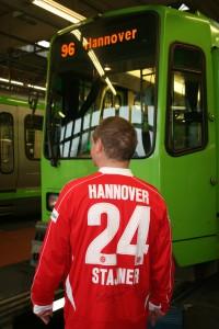 Auch die Bahnen werden auf dem Döhrener Betriebshof zu 96 Fans.