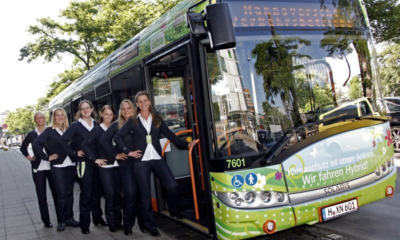 """""""Voll geil"""" – Quereinsteigerinnen fahren jetzt Bus"""