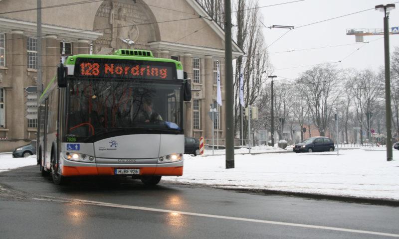 Nass, kalt, gefroren: Warum Busse im Winter nichts zu lachen haben
