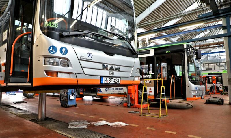 Ein Besuch in der Buswerkstatt - von der Dampfmaschine zum Elektrobus
